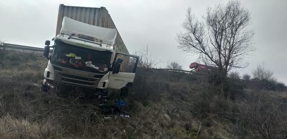 Dos heridos tras el vuelco de un camión en la A-62