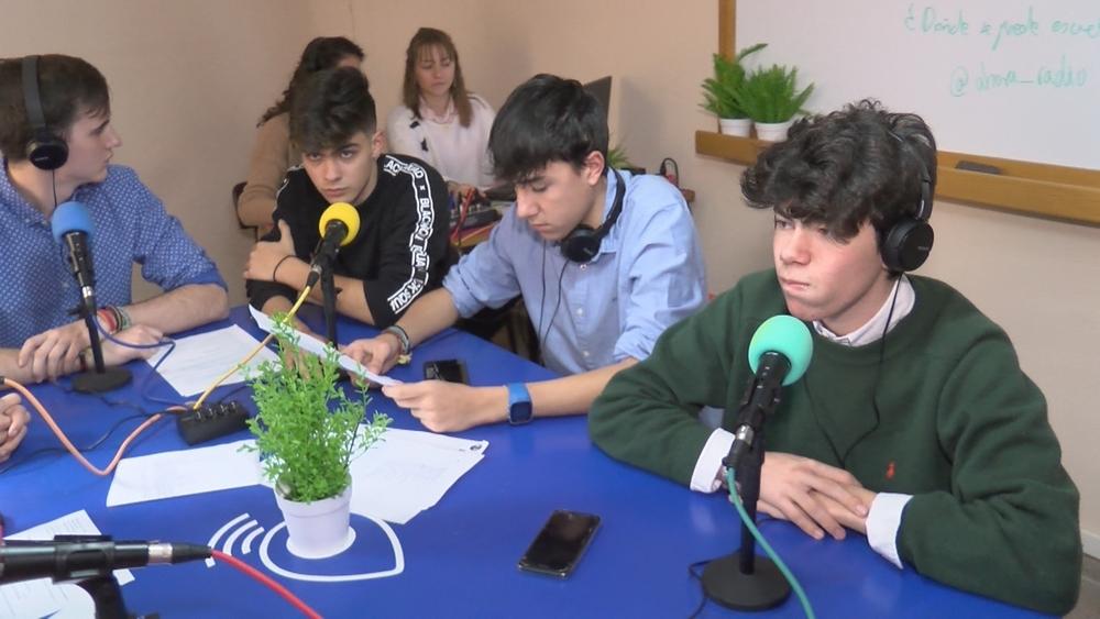 (VÍDEO): El colegio Marista estrena un estudio de radio