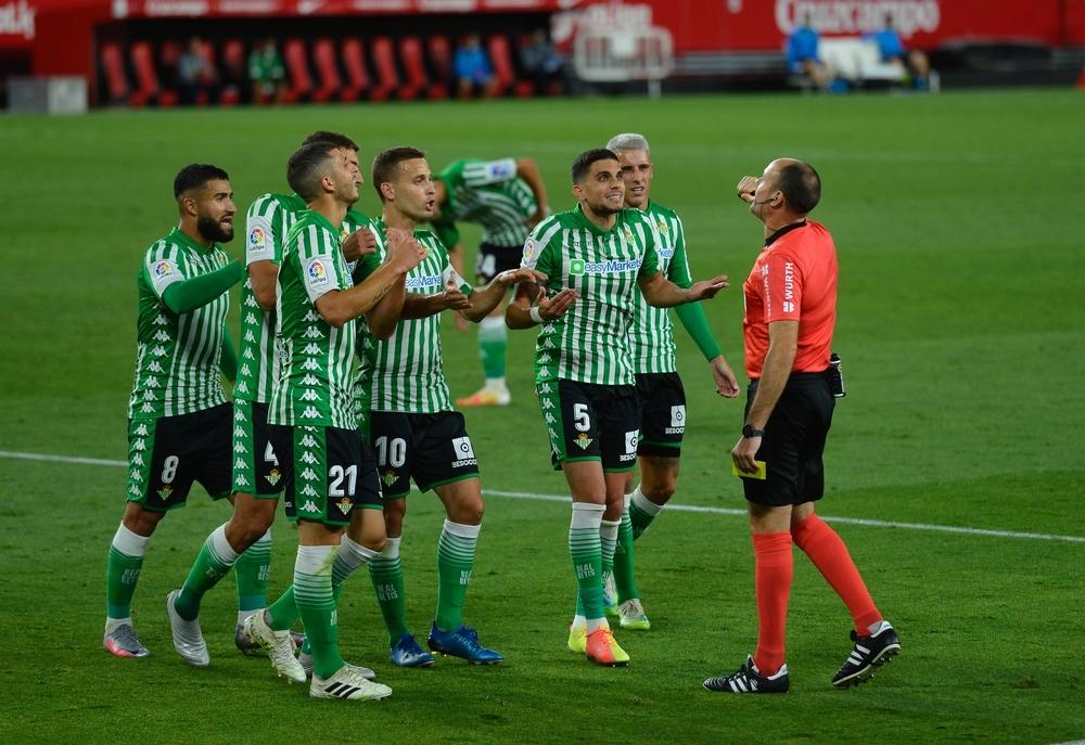 El Sevilla se impone en un derbi silencioso