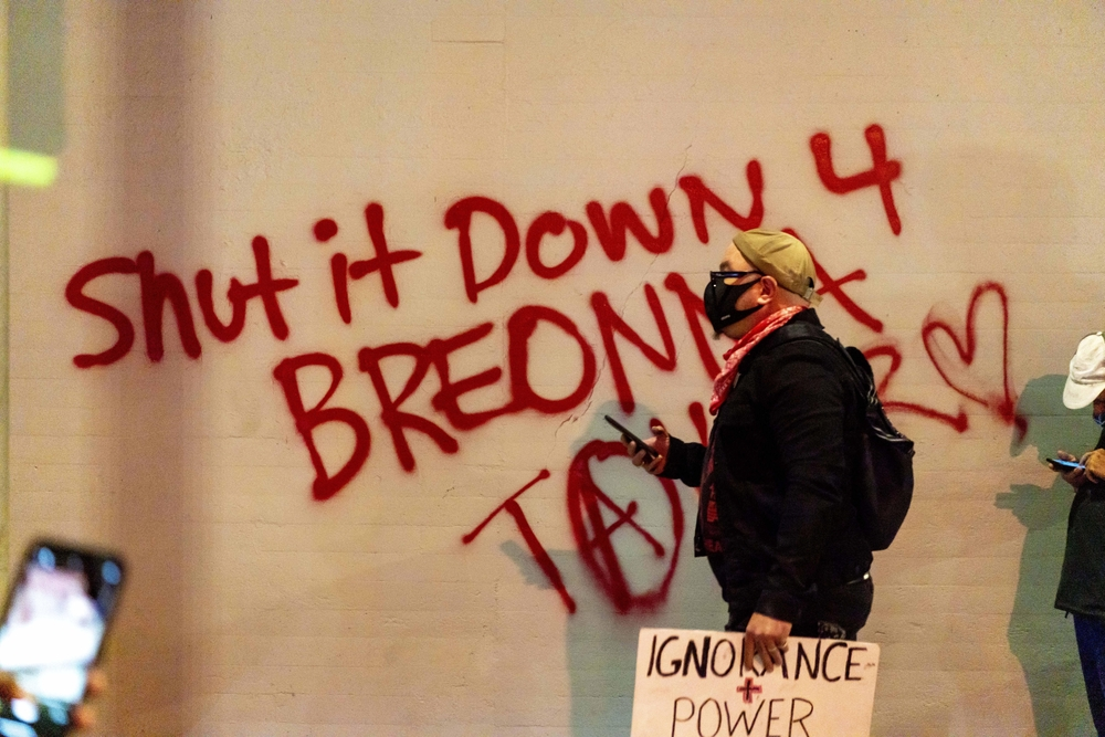 Protests in Los Angeles after Breonna Taylor indictment