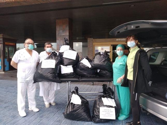 Entrega del material sanitario en el Hospital de Albacete