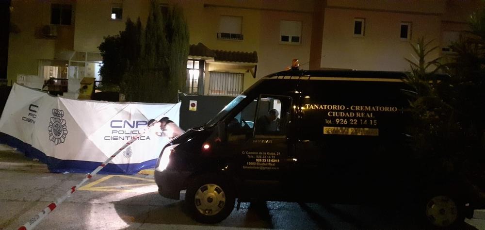 La Policía instaló un biombo para evitar que el cadáver quedará a la vista de todos