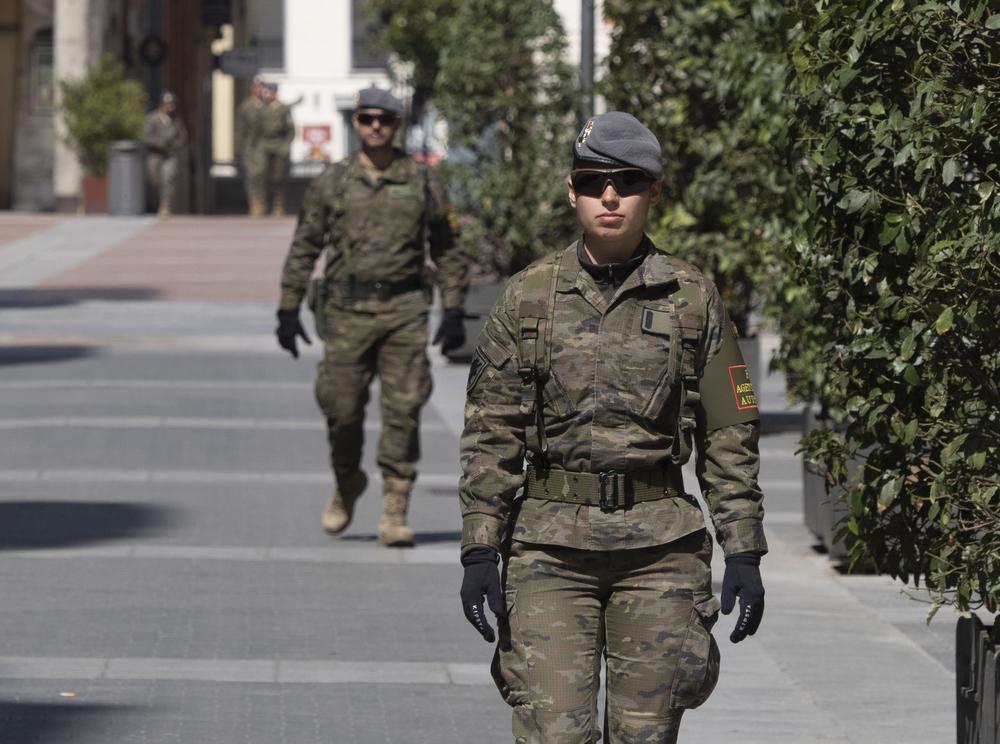 Controles de seguridad de la Policía y el Ejército en Valladolid.