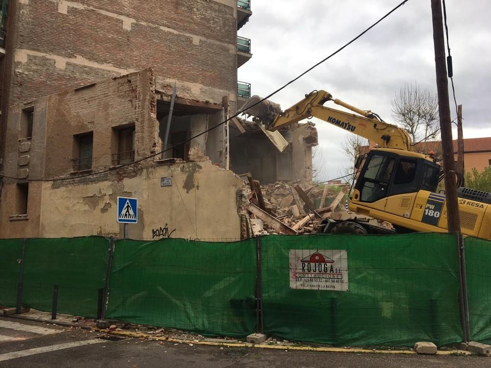 Última fase del derribo del edificio del Paseo del Muelle
