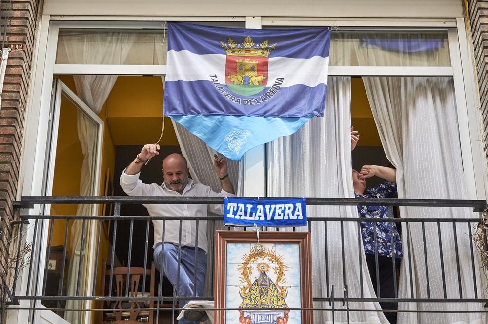 Talavera celebró el sábado de Mondas desde los balcones.