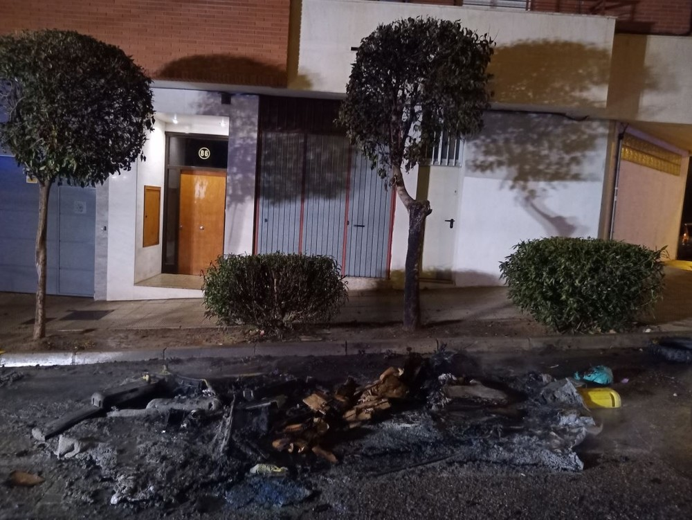 El incendio de 2 contenedores en Tudela provoca graves daños