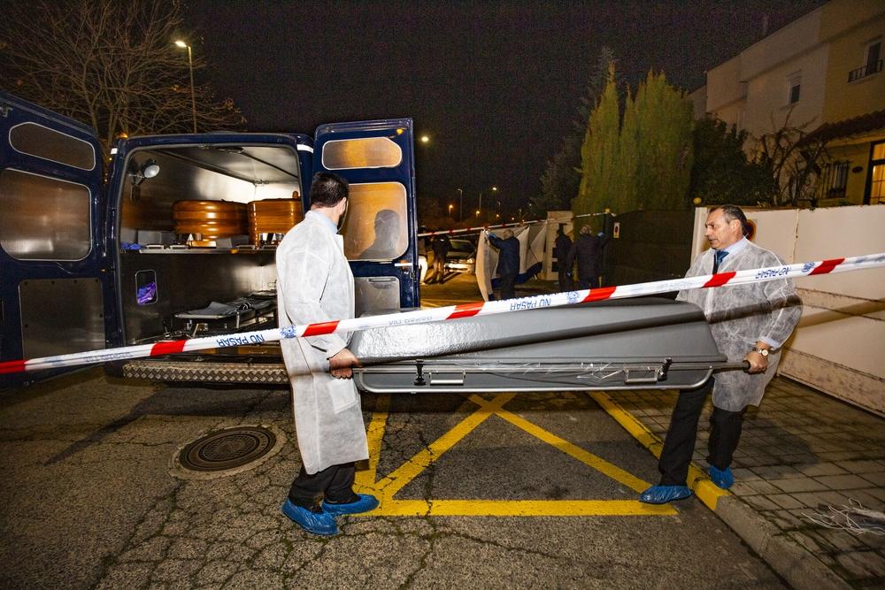 asesinato homicidio en la calle Arrayanes de Ciudad Real, en la que un hombre a clavado unas tijeras en el cuello a otro hombre, homicidio entre dos vecinos, pelea de dos vecinos en el barrio los Rosales de ciudad real, con el resultado de un muerto, ases