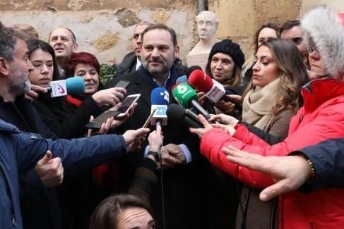 Un momento de las declaraciones con el busto de Machado al fondo