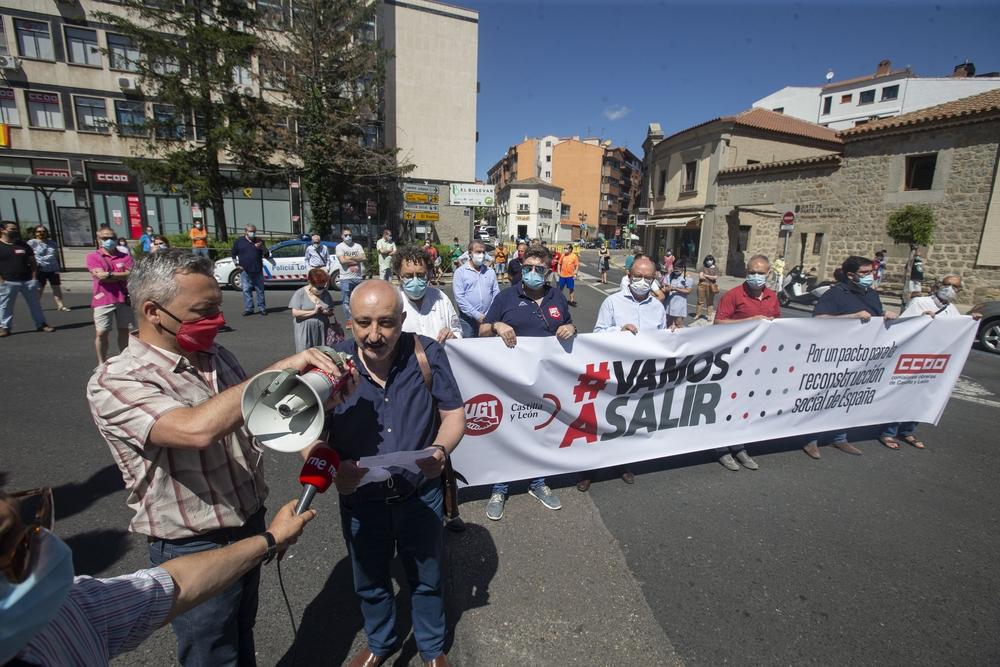 Concentración de sindicatos en la plaza de Santa Ana.