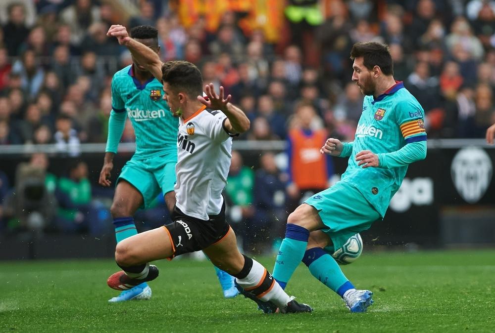 La contra del Valencia pudo con el control del Barcelona