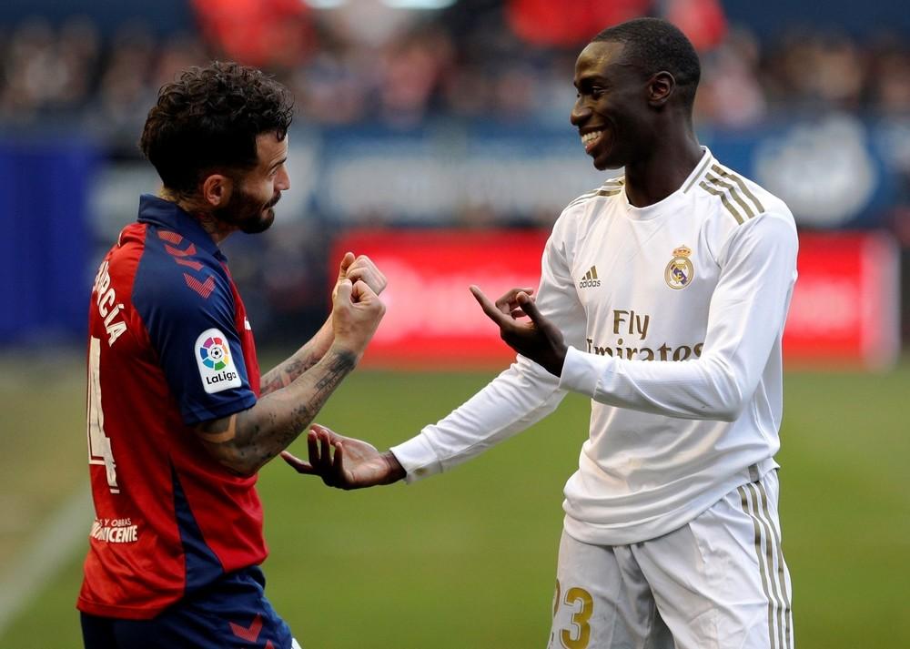 El Real Madrid aguanta el liderato con remontada en El Sadar