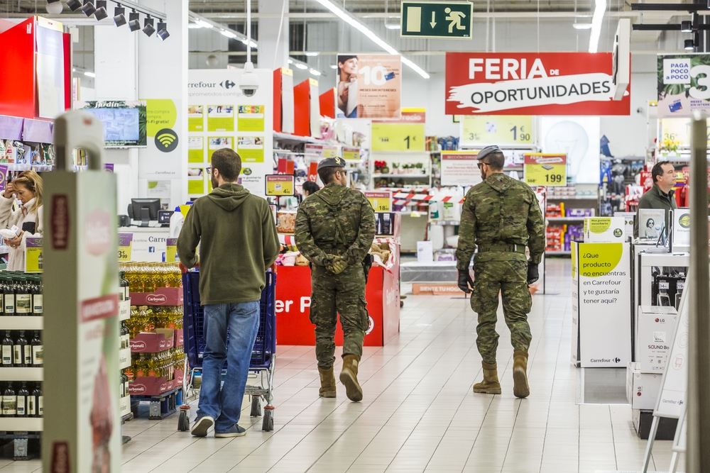Militares en el centro comercial Vallsur