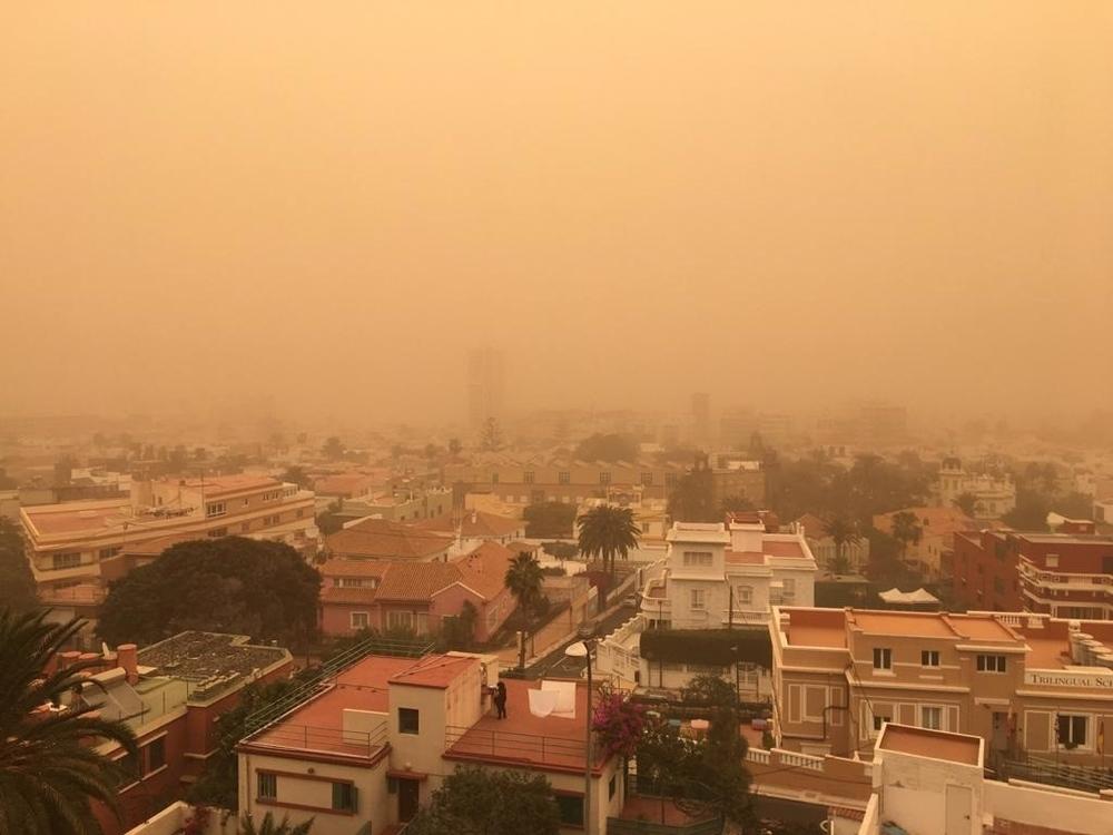 La calima que afecta a Canarias, inédita desde hace 30 años