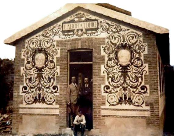 Taller laboratorio en el que trabajó Zuloaga, dentro de la fábrica de Los Vargas. La fachada de azulejos se ha vendido en 3.400 euros.