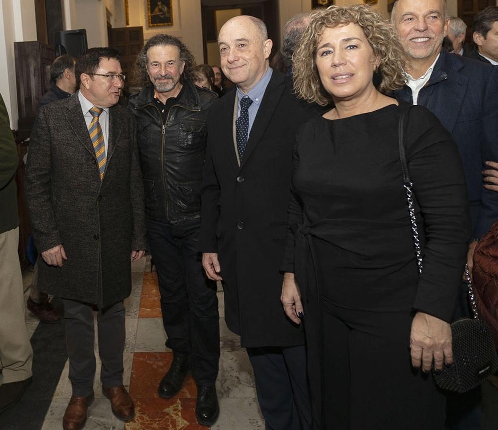 Cano con algunos de los concejales de la Corporación que fueron a la inauguración.