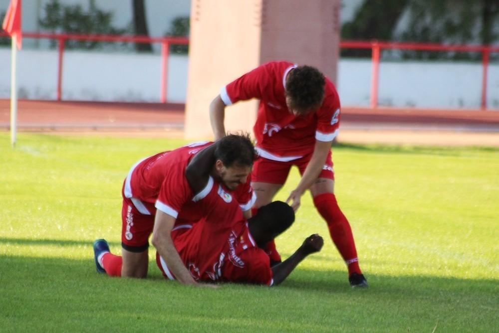 Los jugadores del Almagro celebran un gol en un partido de pretemporada.