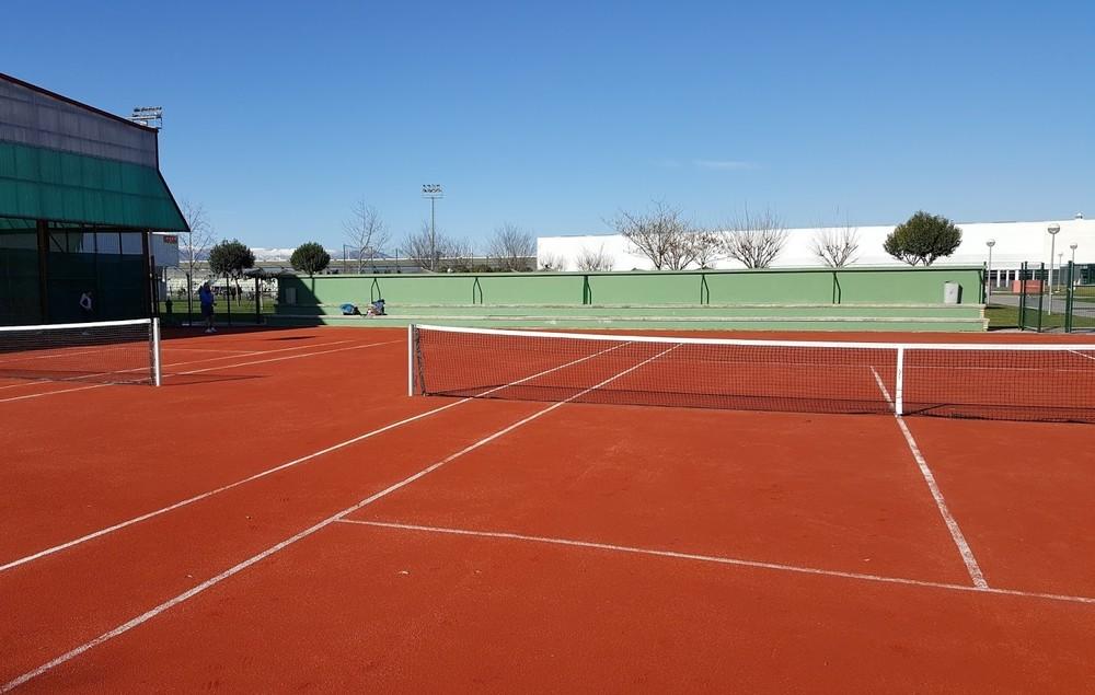 Los clubes podrán abrir para practicar tenis, pádel o golf