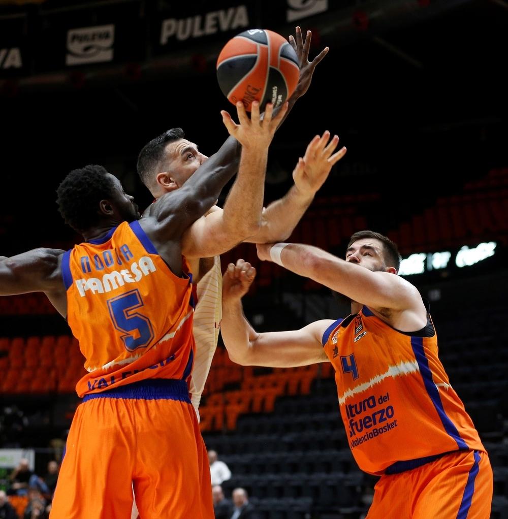 El Madrid y Carroll doblegan la exuberancia física gala