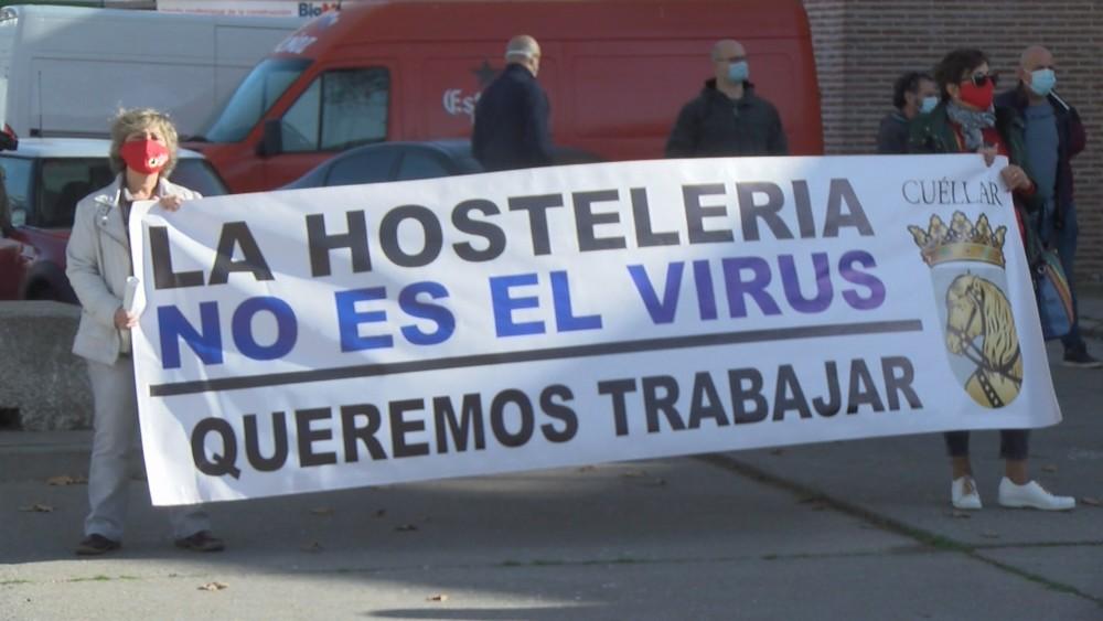 Más de 300 personas en la marcha hostelera en Cuéllar