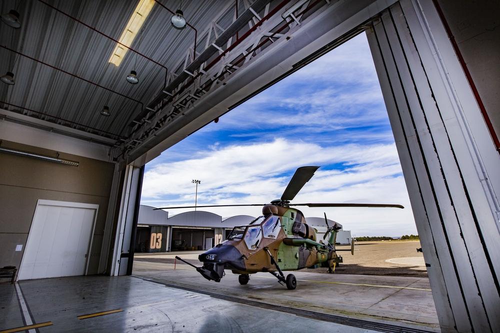 último helicóptero Tigre en llegar y completar la flota de helicÁopteros Tigre de la Base de Almagro, helicóptero 24 Tgre de Almagro