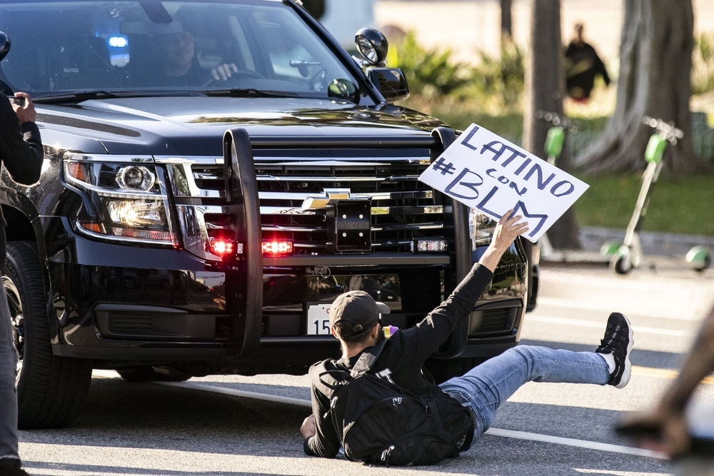 Protest in Los Angeles after fatal arrest in Minnesota