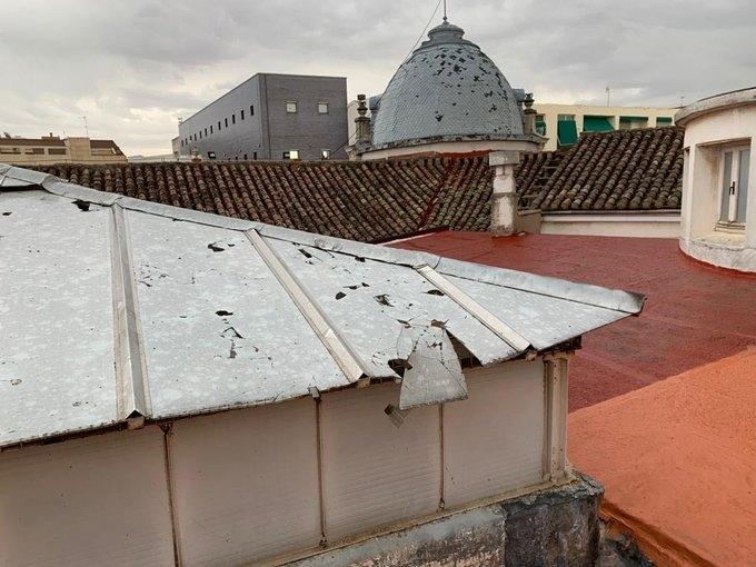 La tormenta causa multitud de daños en la capital
