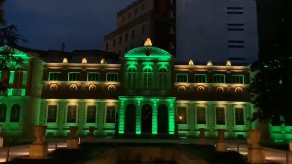 El Gobierno de Navarra se ilumina con los colores LGTBI+