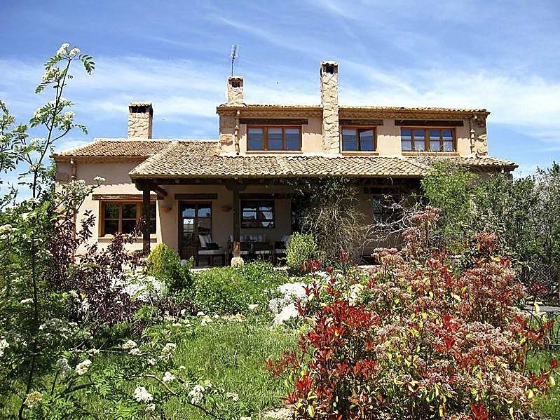 Casa rural ubicada en un pueblo de Segovia.