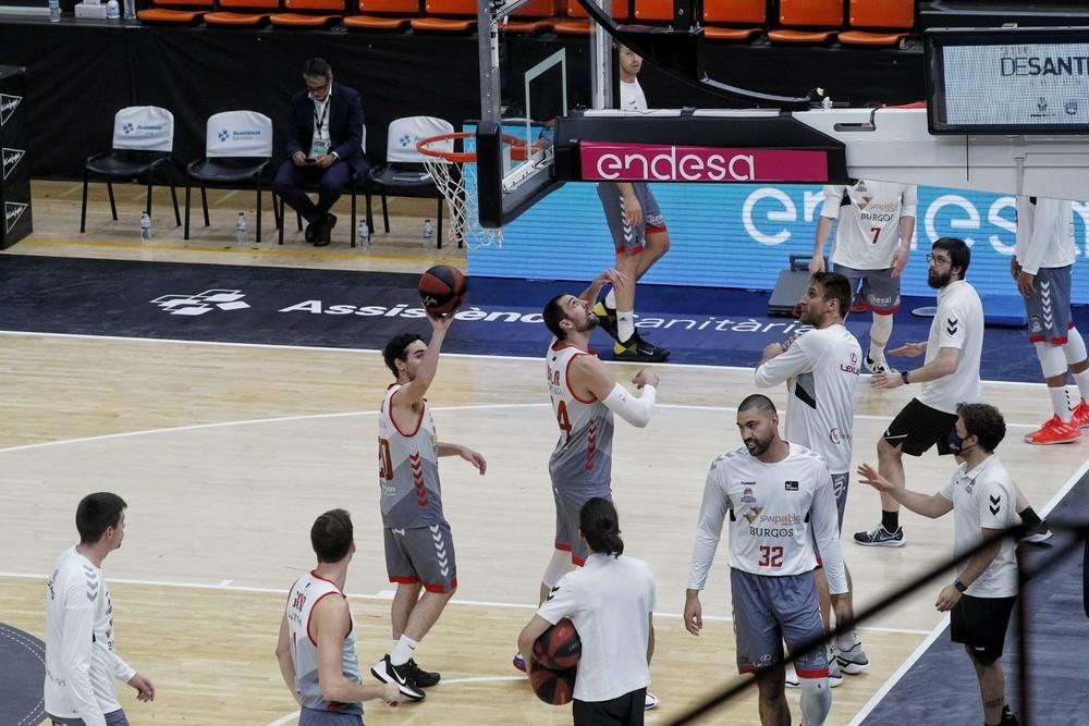 A punto de comenzar el Barcelona - San Pablo Burgos