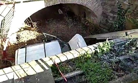 Herido grave tras caer con su coche desde un puente