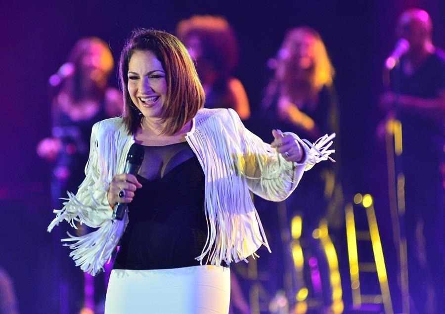 Gloria Estefan regresa a rirmo de samba