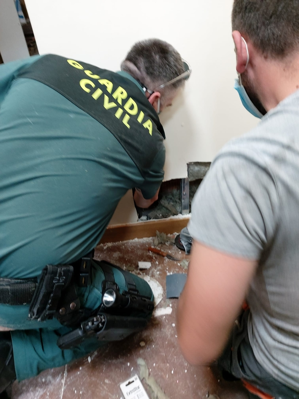 El laborioso rescate de un lindo gatito en Almazán