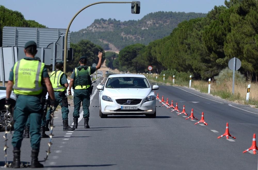 Control de acceso a Pedrajas durante el primer confinamiento.