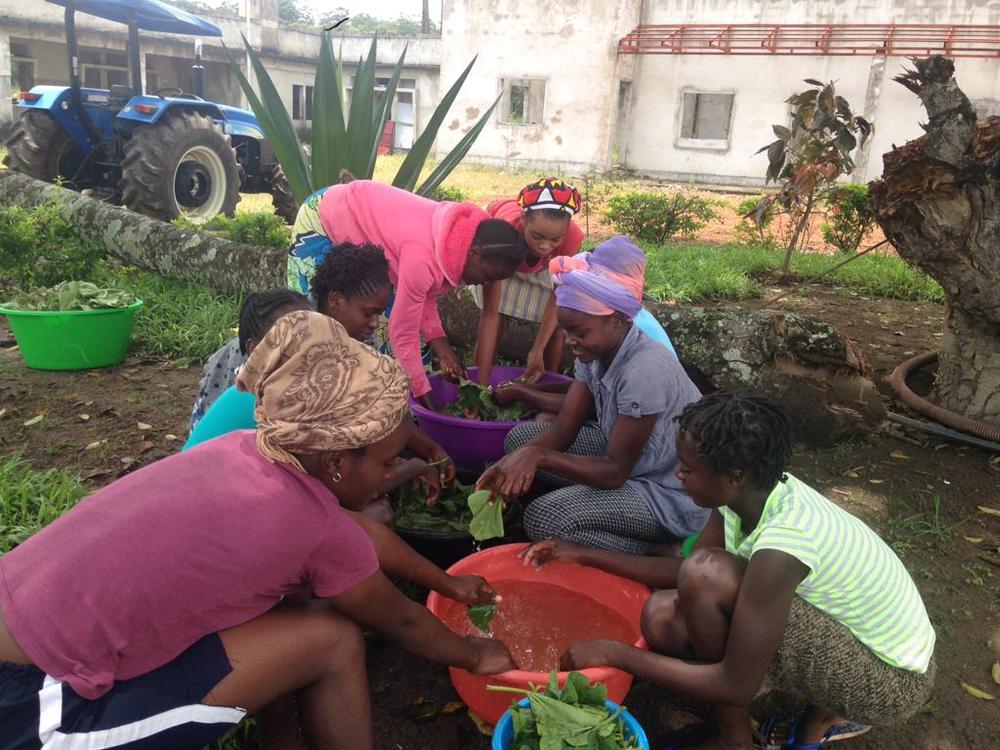 Obras en Vavayela, en Angola, gracias a la colaboración de Olmedo.
