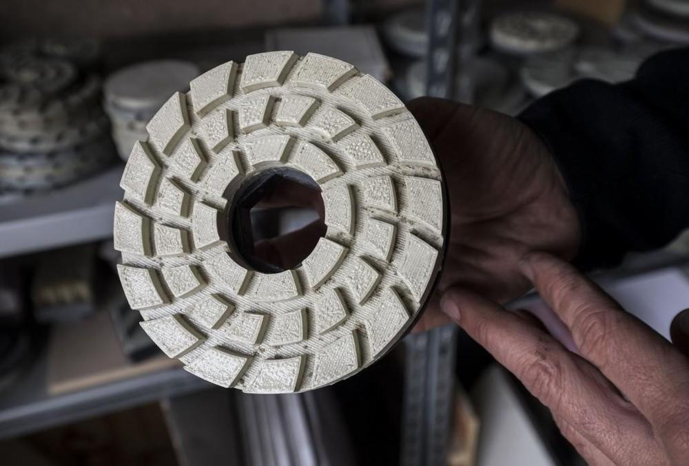 Detalle de los abrasivos para maquinaria que se fabrican en Villahoz.