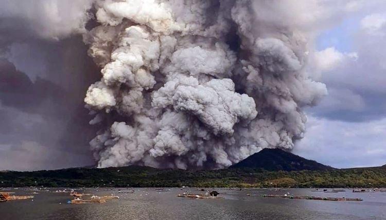 Decenas de navarros, testigos de la erupción del volcán Taal