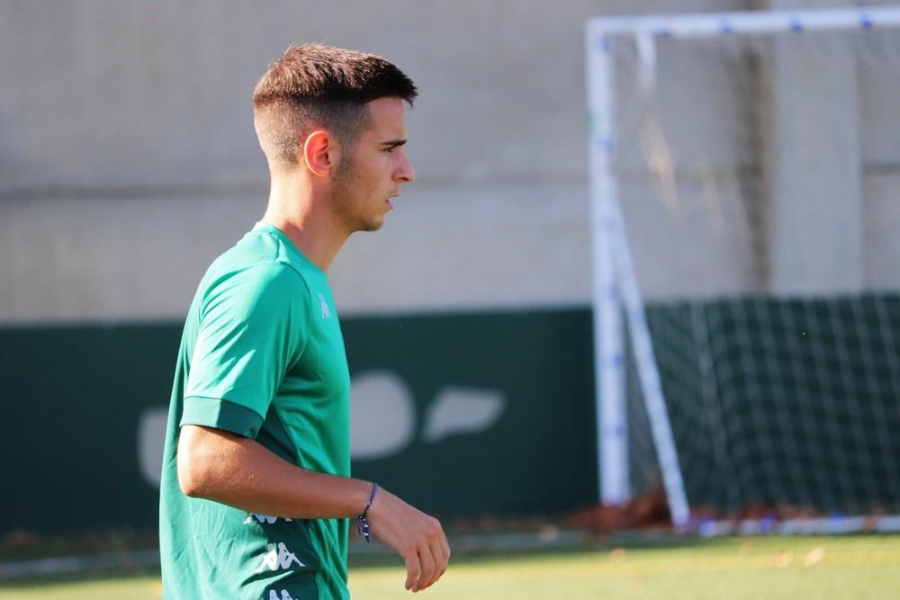 Diego Esteban, en un entrenamiento con el filial verdiblanco.