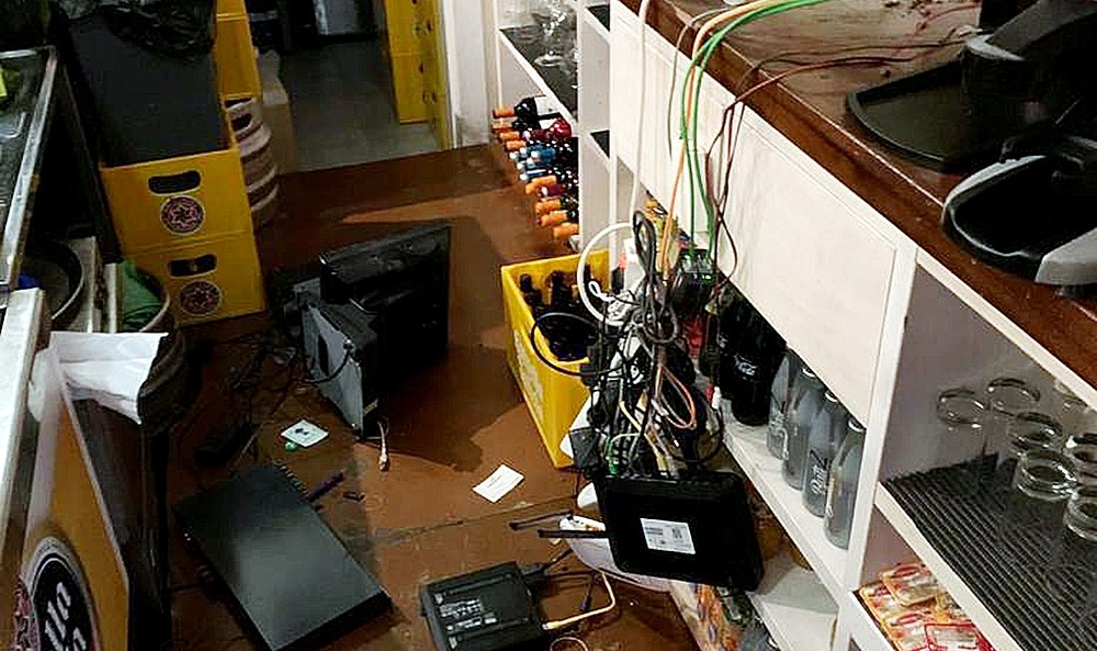 En el asalto arrancaron la caja registradora, que tenía unos 600 euros.