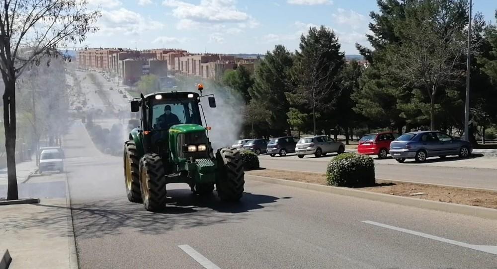 Asaja colabora con el Ayuntamiento desinfectando calles