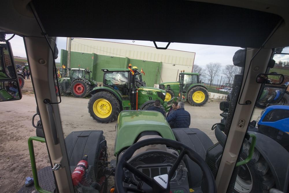 PalagÁ¼inos en Palacios de Goda, concentración de tractores.