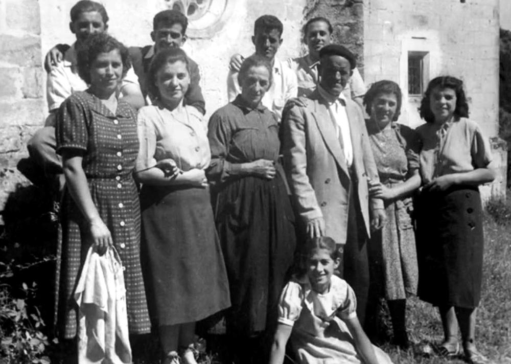La familia numerosa de Petra San Esteban, en Canicosa de la Sierra.