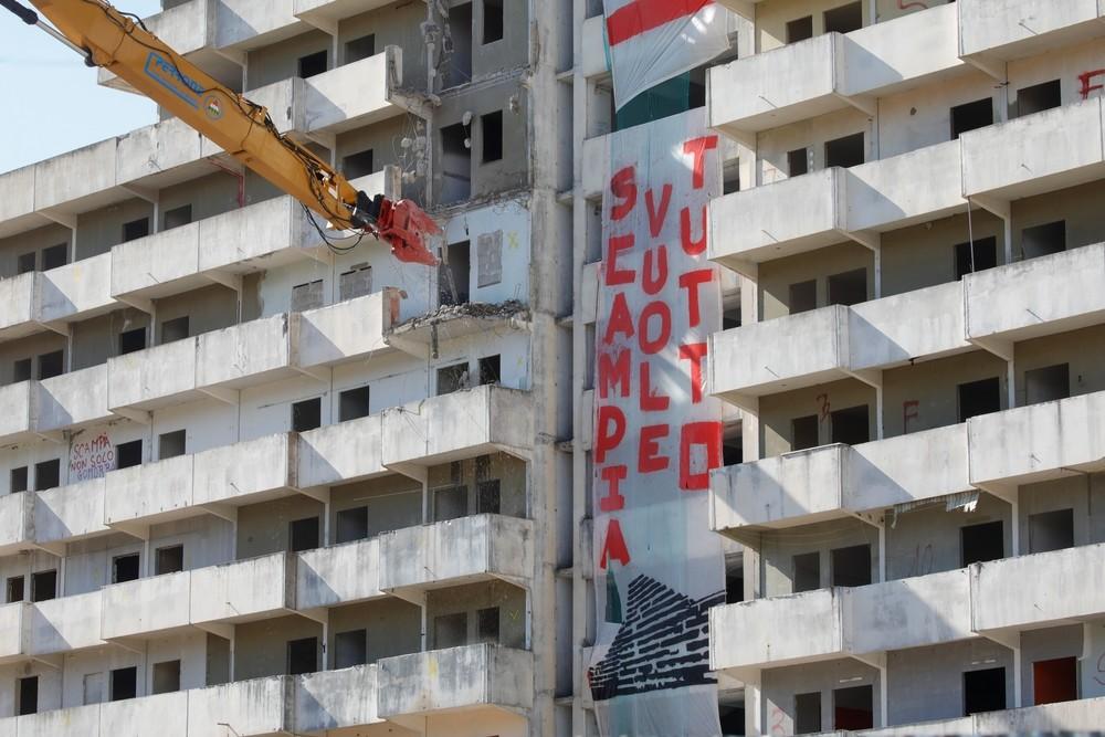 Italia comienza a demoler las 'Velas' de Scampia