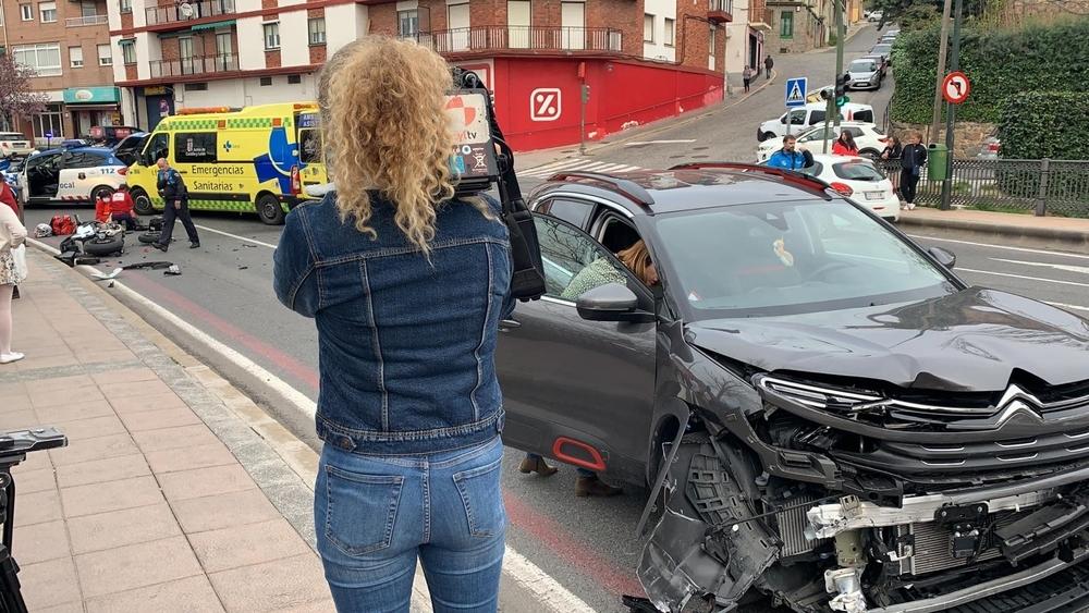 Un motorista herido en un choque en Vía Roma