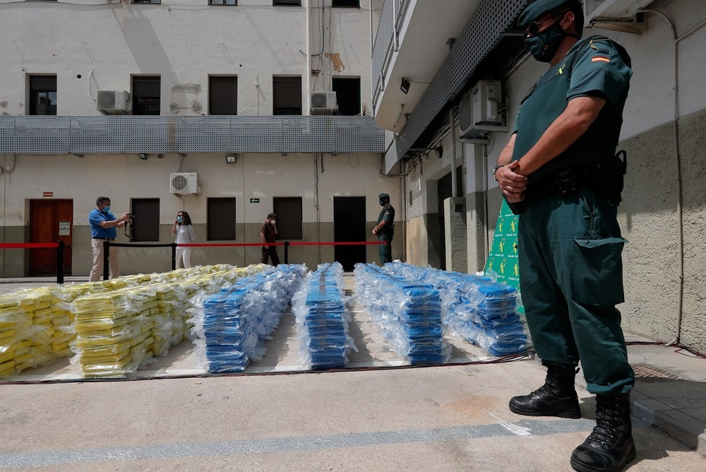 Decomisan 4 toneladas de cocaína entre folios, azúcar y piñas