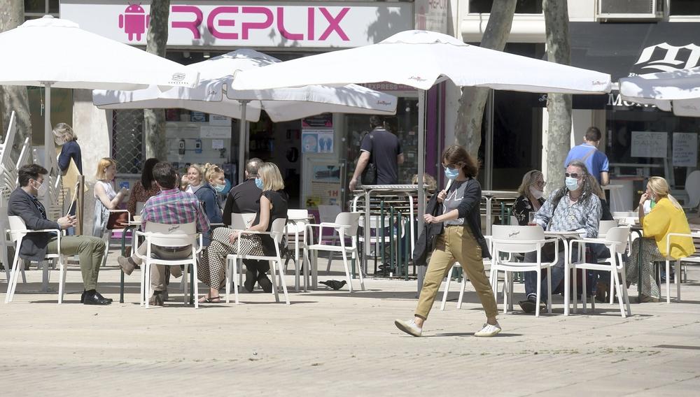 'Terraceo' y compras en el primer día de la fase 1 en Burgos