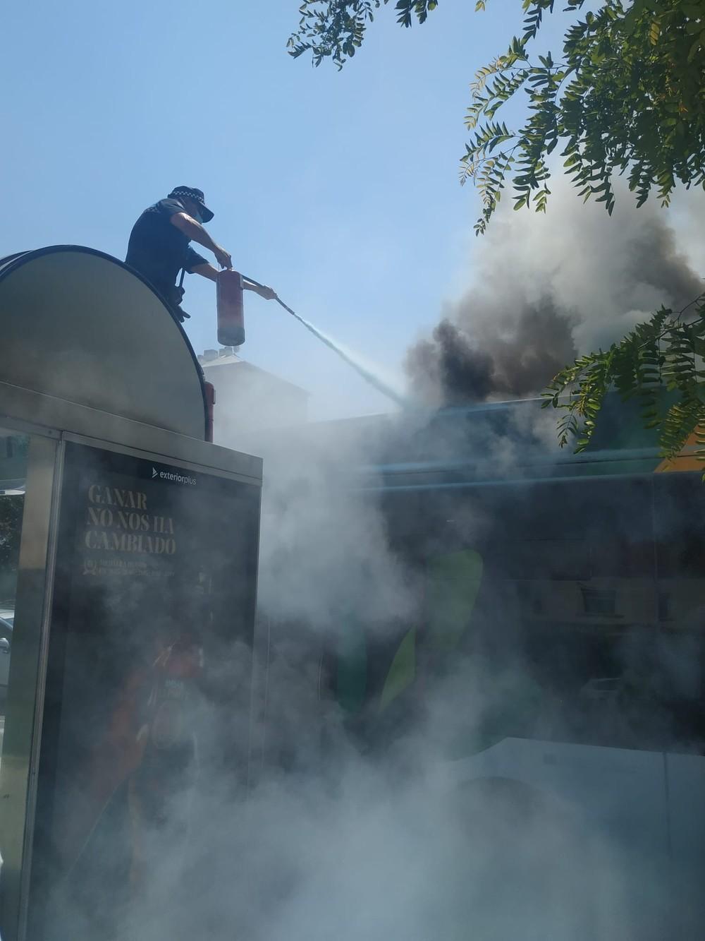 Arde una villavesa en la estación de tren de Pamplona
