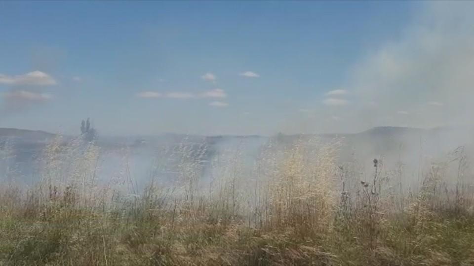 Arde una cosechadora en un incendio en Mélida