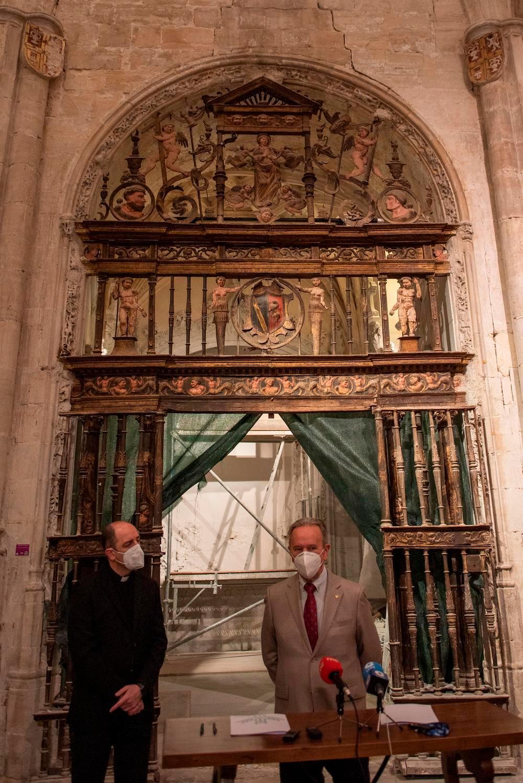 El retablo de la Capilla de la Asunción luce de nuevo