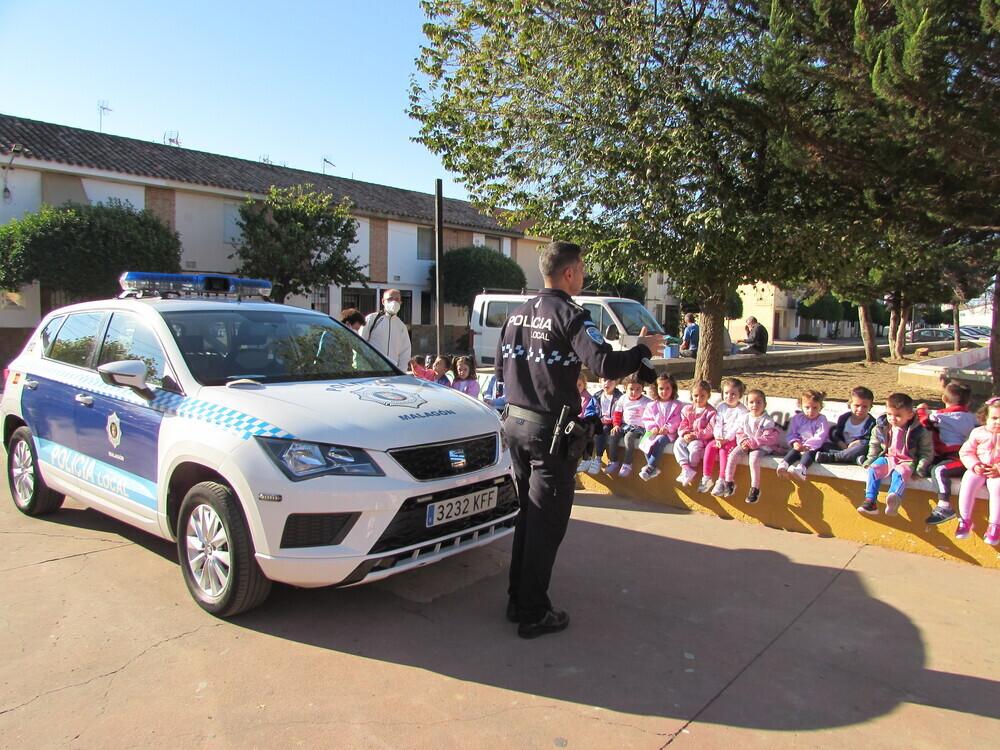 La Policía Local impartió un taller a los más pequeños.