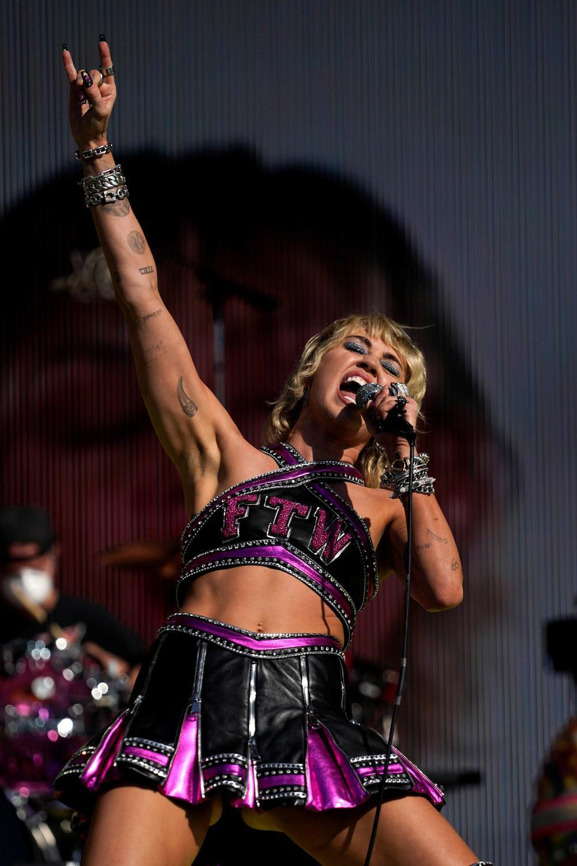 Miley Cyrus actuó en el preshow